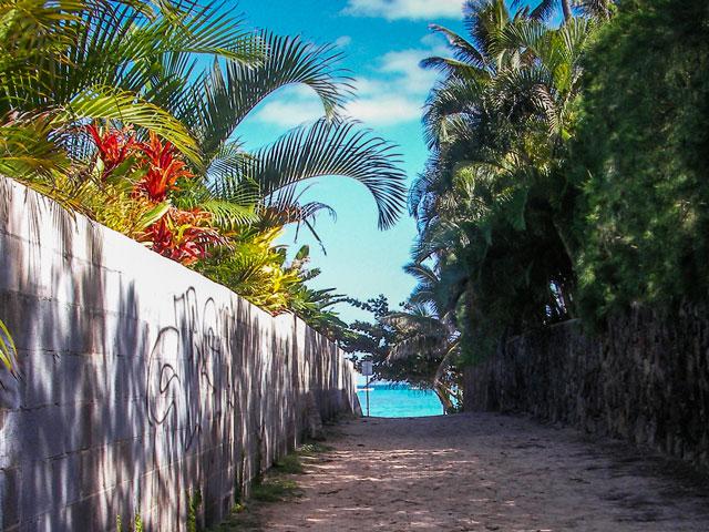 ハワイのビーチでカップルで遊ぶ時に必須のグッズ